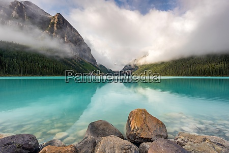 lake louise banff national park unesco